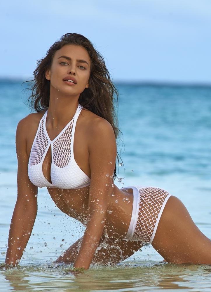 Ирина Шейк в купальнике фото