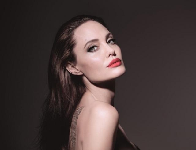 Обнаженная Анджелина Джоли фото