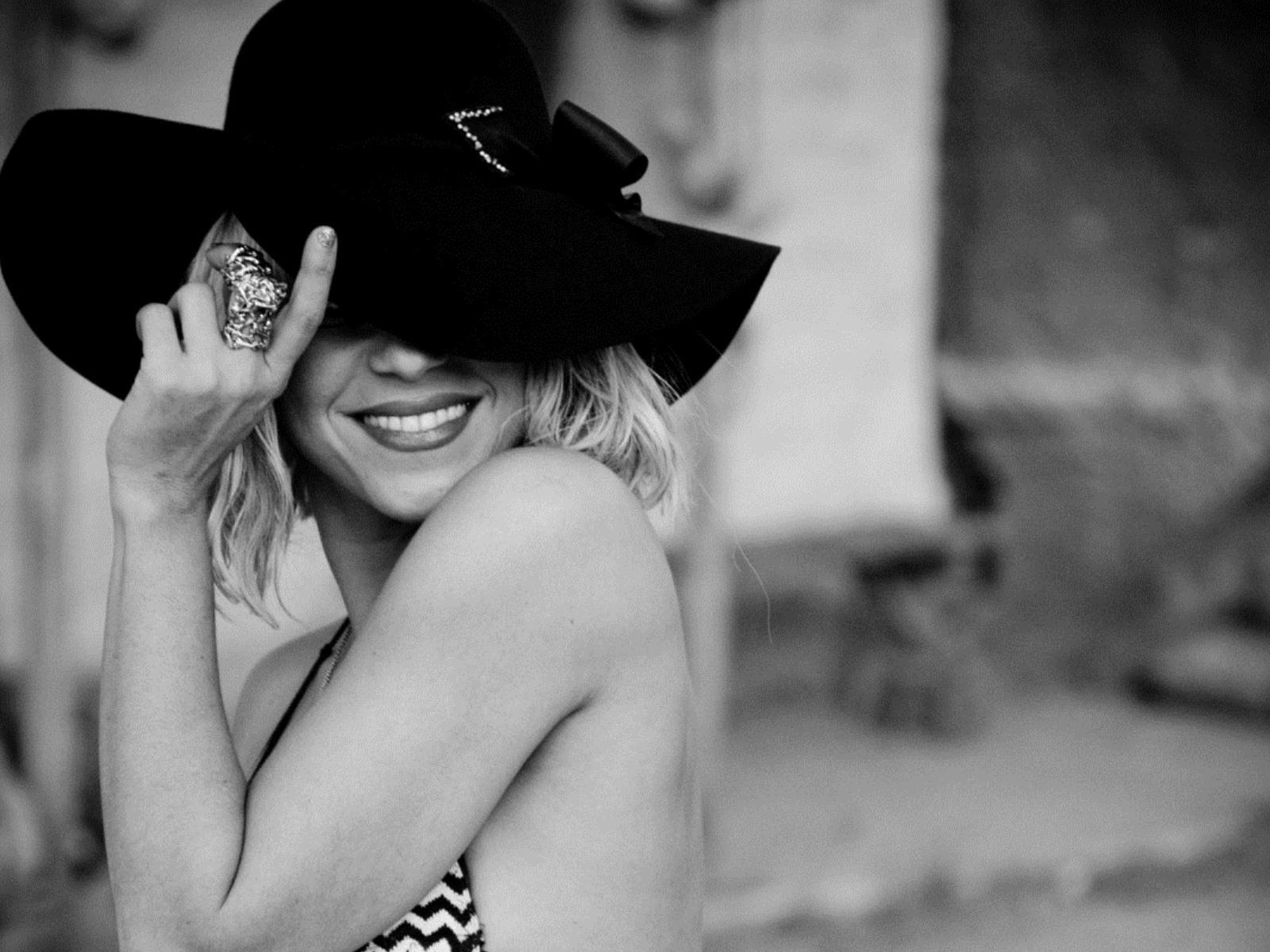 красивые девушки на черно-белых фото